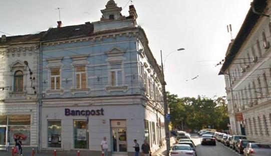 """O clujeancă cu doi copii aruncată în stradă de """"portăreii"""" BancPost"""