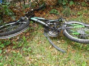 Bicicleta pe care şi-a făcut-o zob, cu o sabie ninja, Adrian, luni seară în timpul unei crize