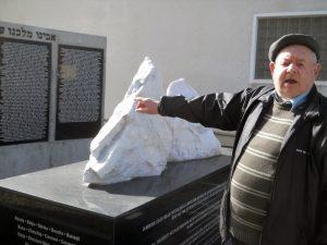 Blum la monumentul
