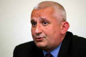 Liviu Man, presedintele trustului Gazeta, sustine o conferinta de presa, in Cluj-Napoca, luni, 26 martie 2007. Acesta a declarat, intr-o conferinta de presa ca cercetarea sa este plina de abuzuri si ca presa clujeana a incercat sa influenteze judecatorii prin publicarea unor date din dosar. MIRCEA ROSCA / MEDIAFAX FOTO