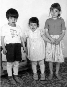 Cei trei copii ai familiei Iliuţ, daţi spre adopţie unei familii din Canada