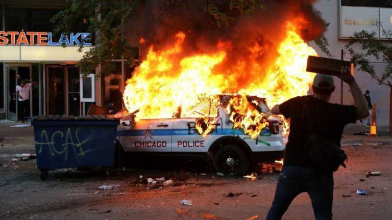SUA în prag de război civil: Proteste violente continuă in numeraose oraşe