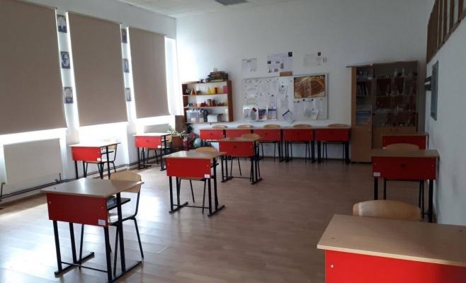 Ce elevi revin la școală și cum va arăta o sală de clasă unde se aplică distanțarea socială