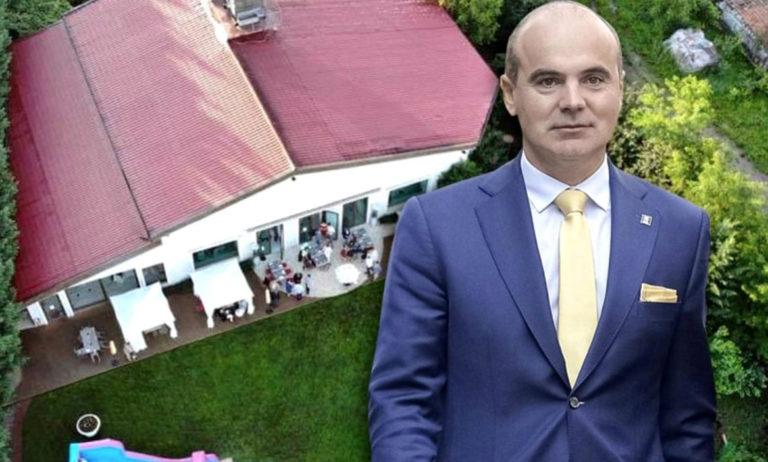 După ce a fost surprins că a ținut chef la restaurantul Da Vinci cu peste 100 de persoane, Rareș Bogdan spune că ține masca și în pat