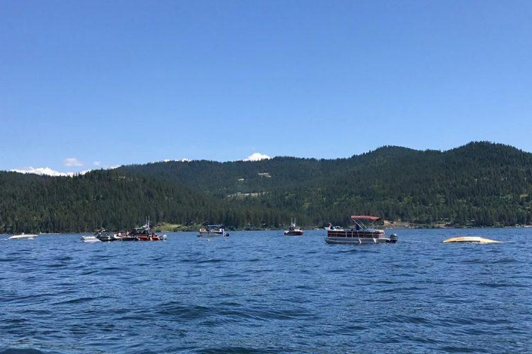 Două avioane s-au ciocnit deasupra unui lac