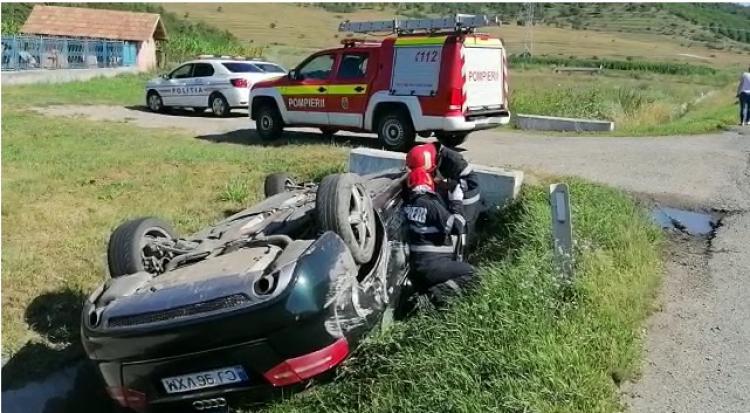 Autoturism răsturnat pe pe centura Apahida în urma unui accident rutier. Trei mașini au fost implicate