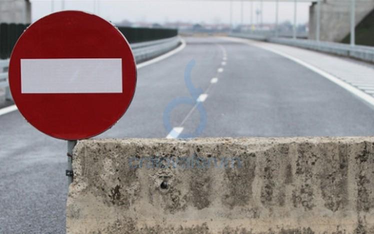 Circulaţie restricţionată pe un drum din Cluj din cauza condiţiilor meteo