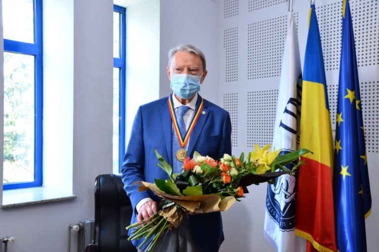 """La 80 de ani, diabetologul Nicolae Hâncu a fost distins de UMF Cluj cu Medalia """"Iuliu Hațieganu"""""""