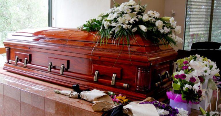 Angajatul unei firme de pompe funebre din Cluj a povestit cum făcea afaceri cu morți. Doar patronul a fost trimis în judecată, ceilalți implicați și-au recunoscut vina