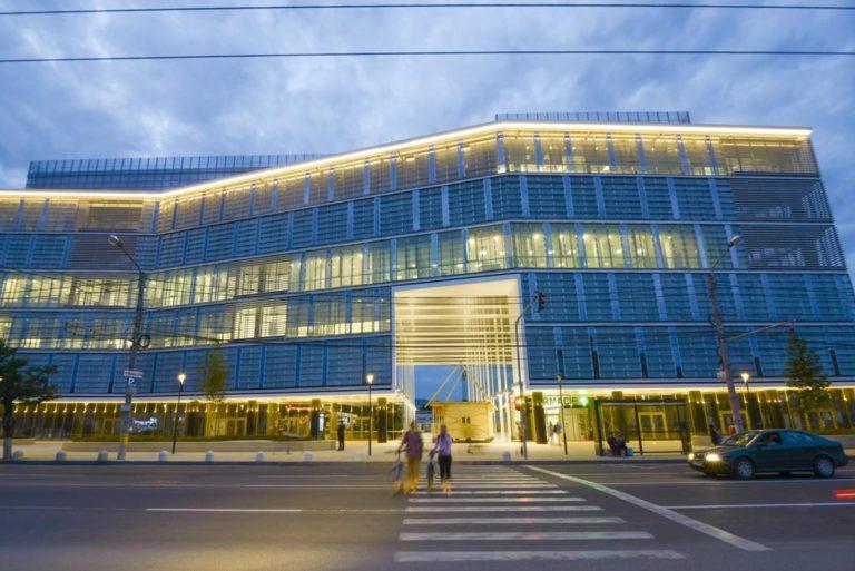 Cum reacționează multinaționalele din Cluj-Napoca la efectele pandemiei: de la tăieri salariale la sporirea confortului pentru munca de acasă