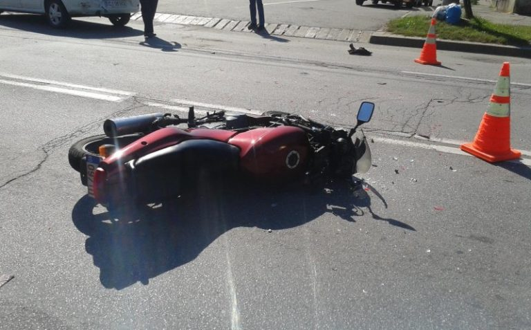 Un motociclist băut s-a izbit de un autobuz pe str Corneliu Coposu