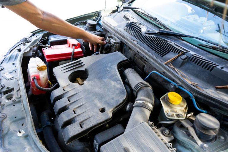 Iată 3 lucruri pe care le poți verifica și tu la mașina ta chiar dacă nu ești mecanic!